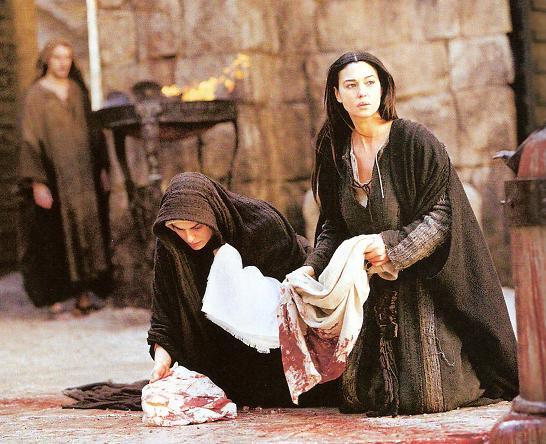Maria recojendo la Sangre de Cristo